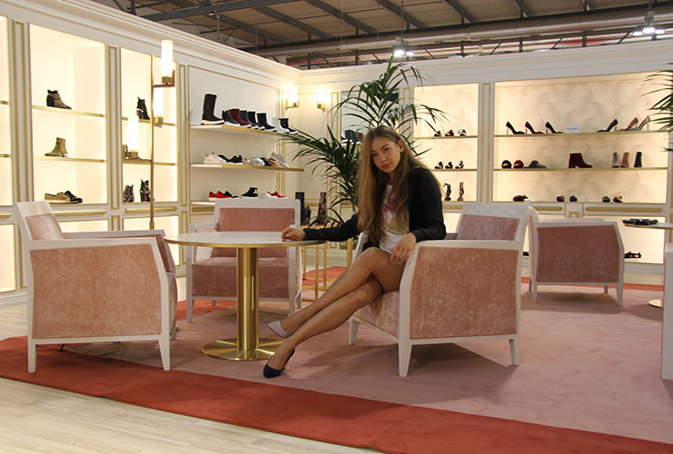 trade show hostess milan for juicy couture