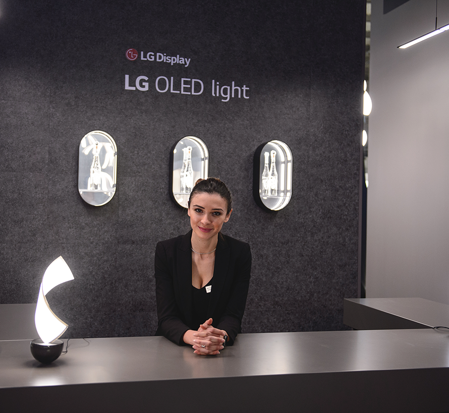 hostess fiera salone del mobile lg oled