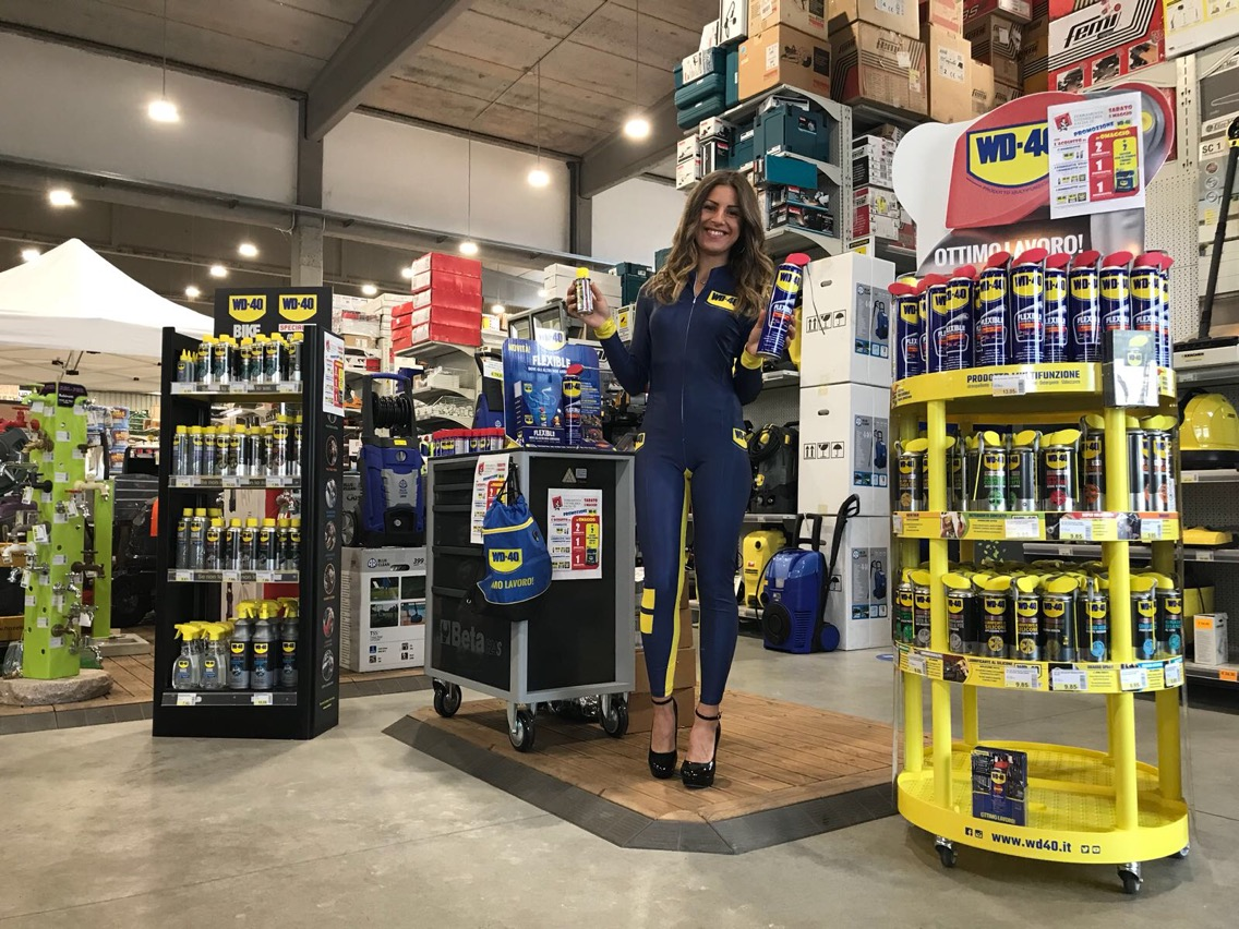 hostess promoter wd 40 italia